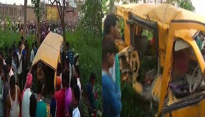 कुशीनगर - ट्रेन और स्कूल वैनटक्कर